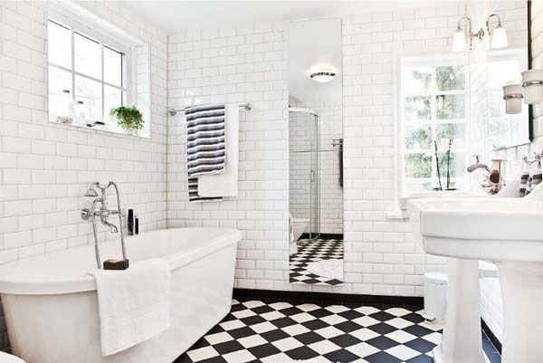 bathroom.black and white tiles